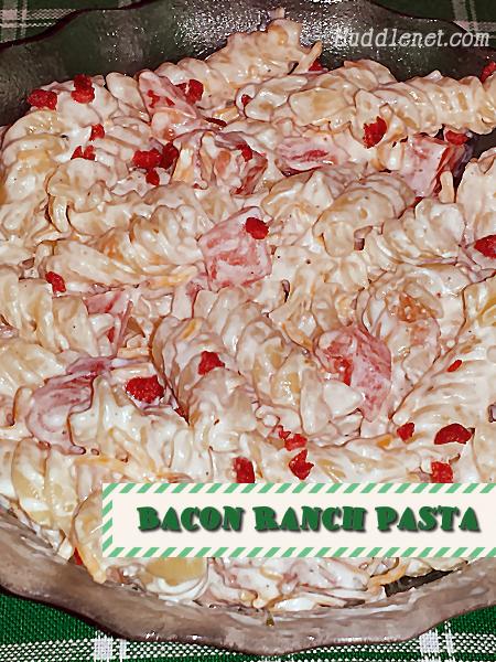 Bacon Ranch Pasta   Creamy ranch goodness with bacon and tomato!   #Pasta #Bacon #Ranch   Huddlenet.com