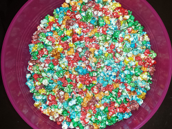 Rainbow Popcorn - Mix the popcorn colors